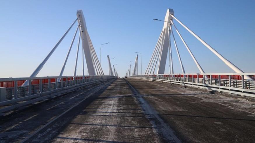 Автомобильный мост из России в Китай достроили, но для легковых машин откроют в 2021 году