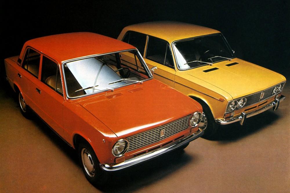 ВАЗ-21011 был дороже базовой «единички» (6000 рублей), но всёравно заметно дешевле «ноль третьей», которая стоила 7300 –7600 рублей