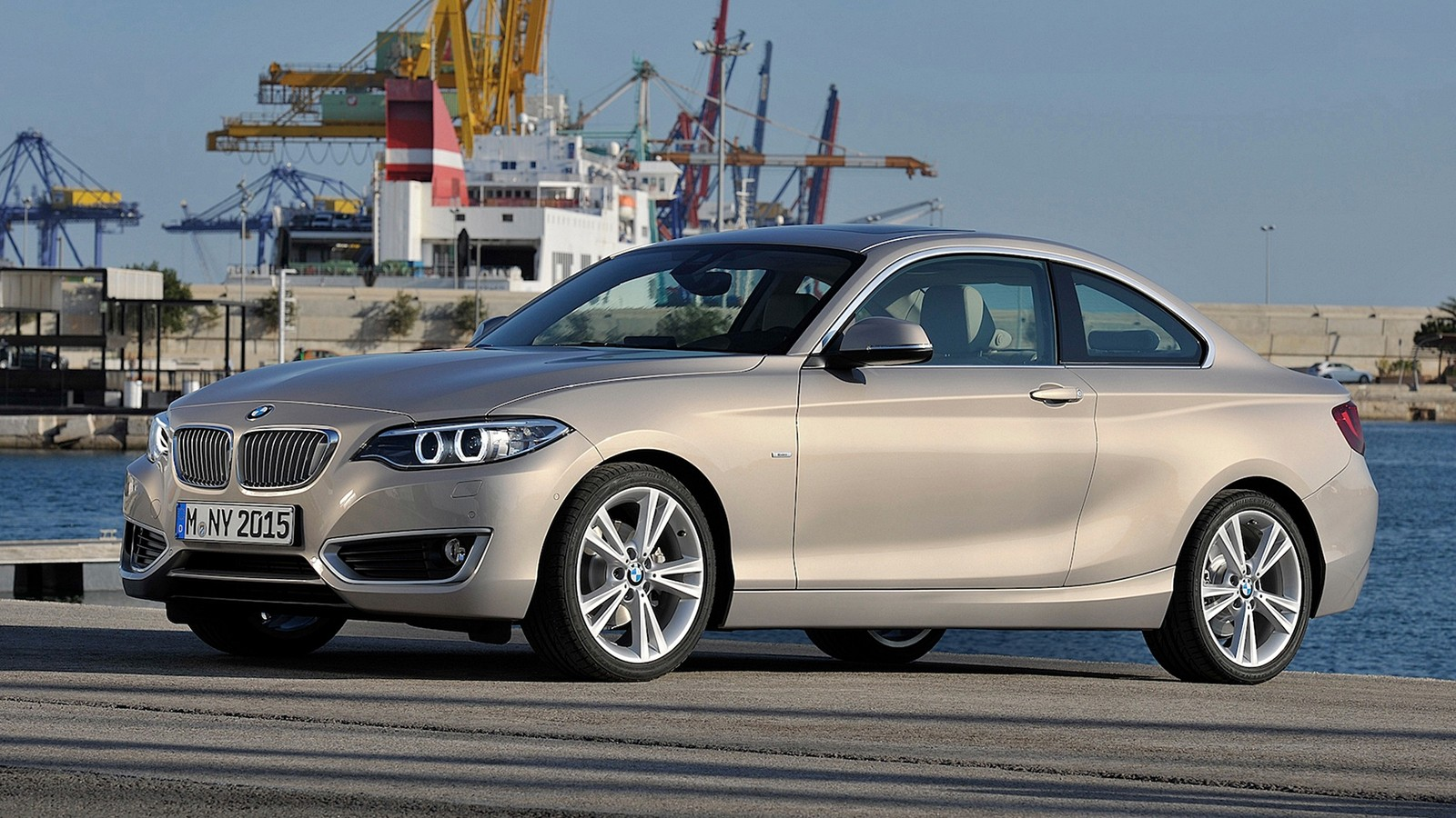 На фото: BMW 2 Series