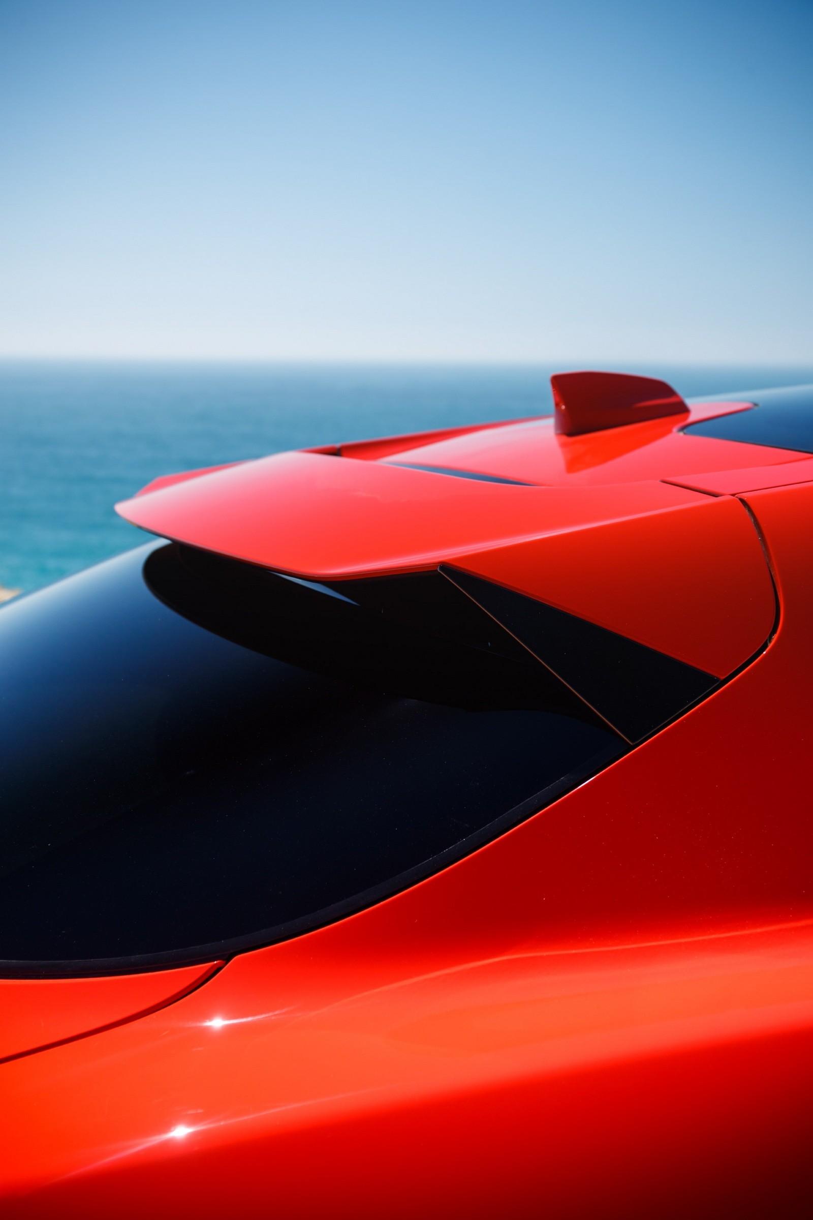 Jaguar I-PACE красный спойлер