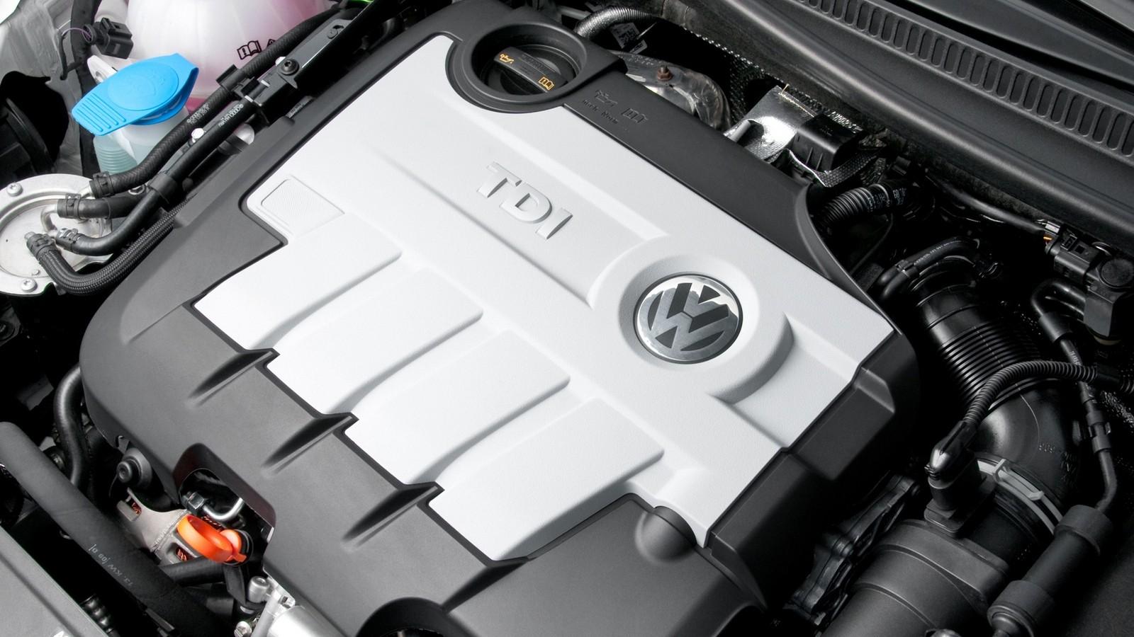 На фото: Под капотом Volkswagen Golf GTD 3-door UK-spec (Typ 5K) '2009–12