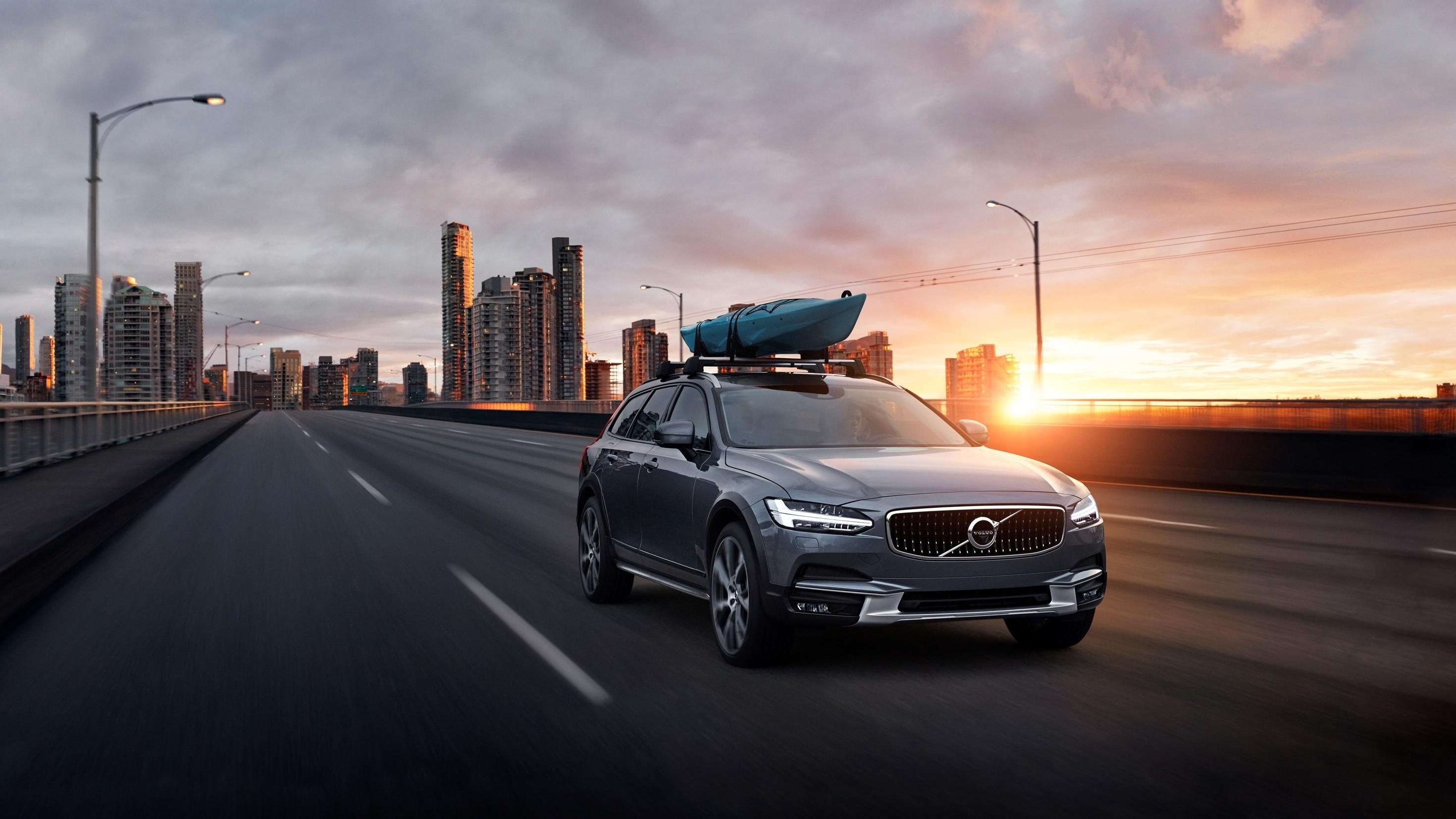 На фото: Volvo V90 Cross Contry