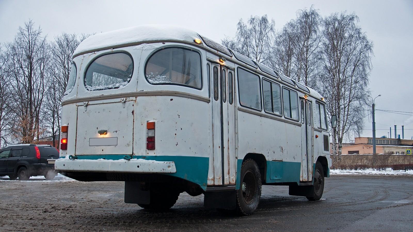 ПАЗ 672М сзади