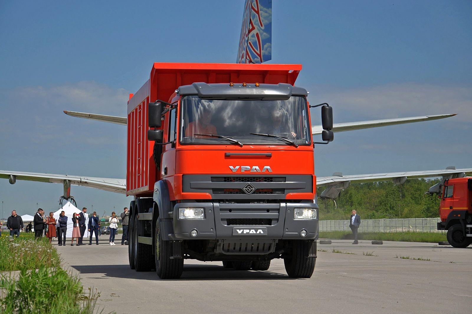С итальянской кабиной и китайскими мостами: тест «городского» бескапотного Урала С35510 6x4