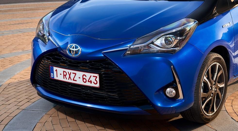 2017-toyota-yaris-hybrid-blue-detailext-01