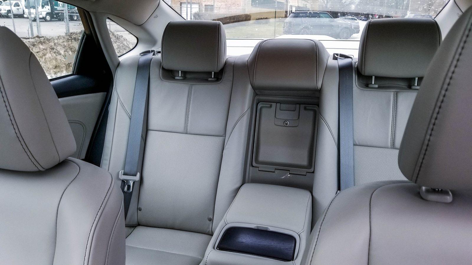 Toyota Avalon интерьер задние сидения