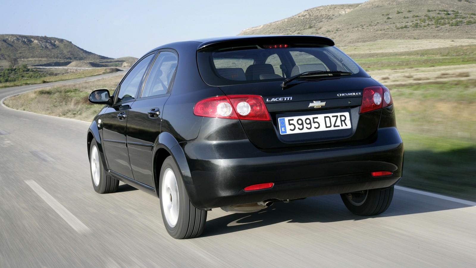 На фото: Chevrolet Lacetti Hatchback CDX '2004–13с