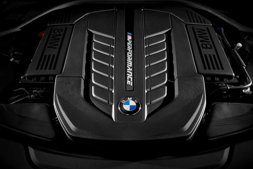 Под капотом BMW M760Li xDrive