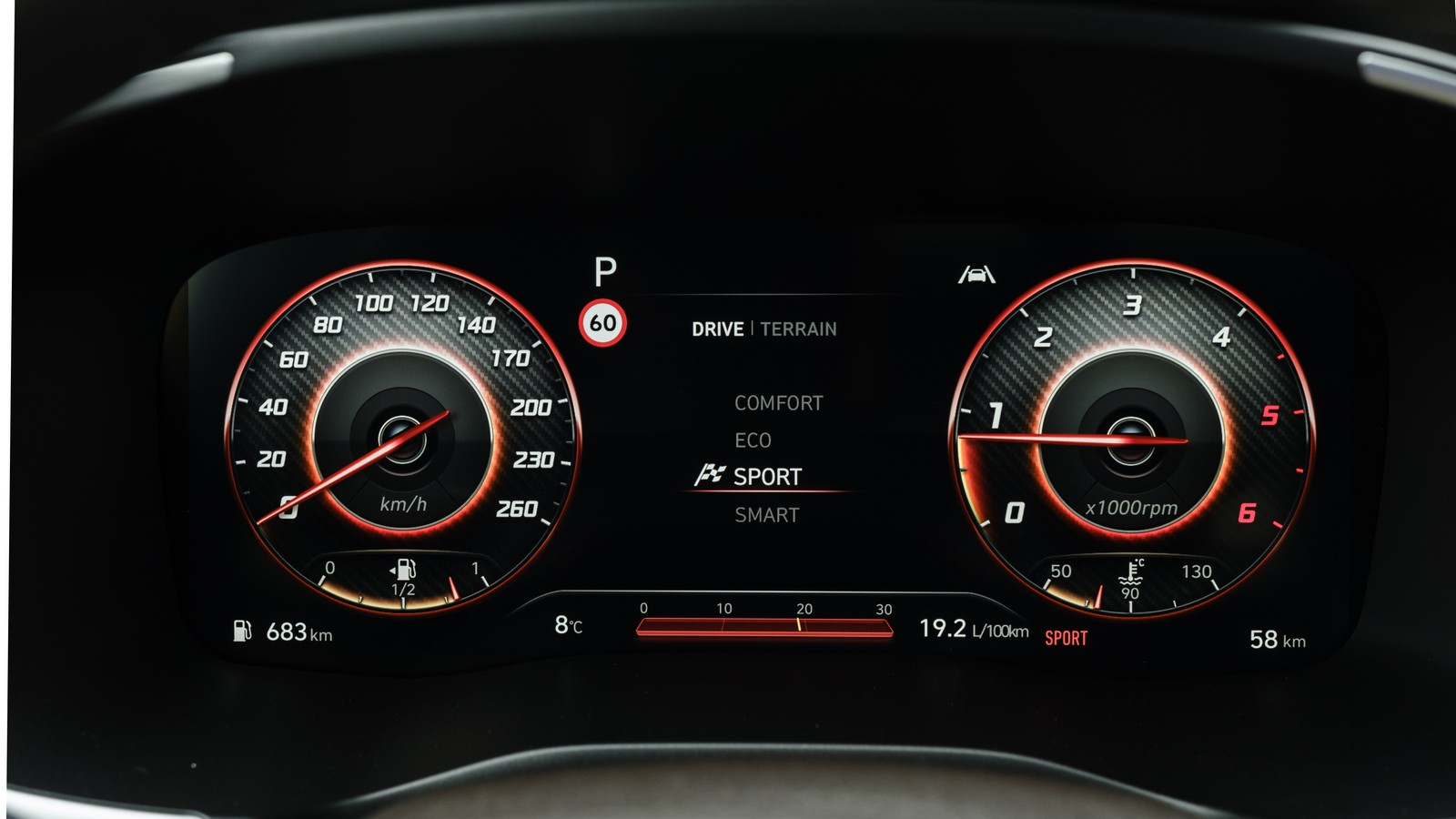 Алюминиевый дизель с роботом и парковка с ключа: тест-драйв нового Hyundai Santa Fe