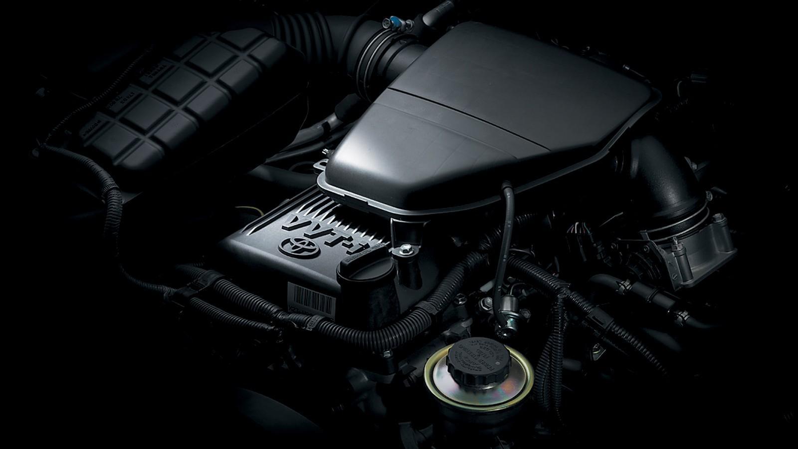 На фото: Двигатель 2TR-FE