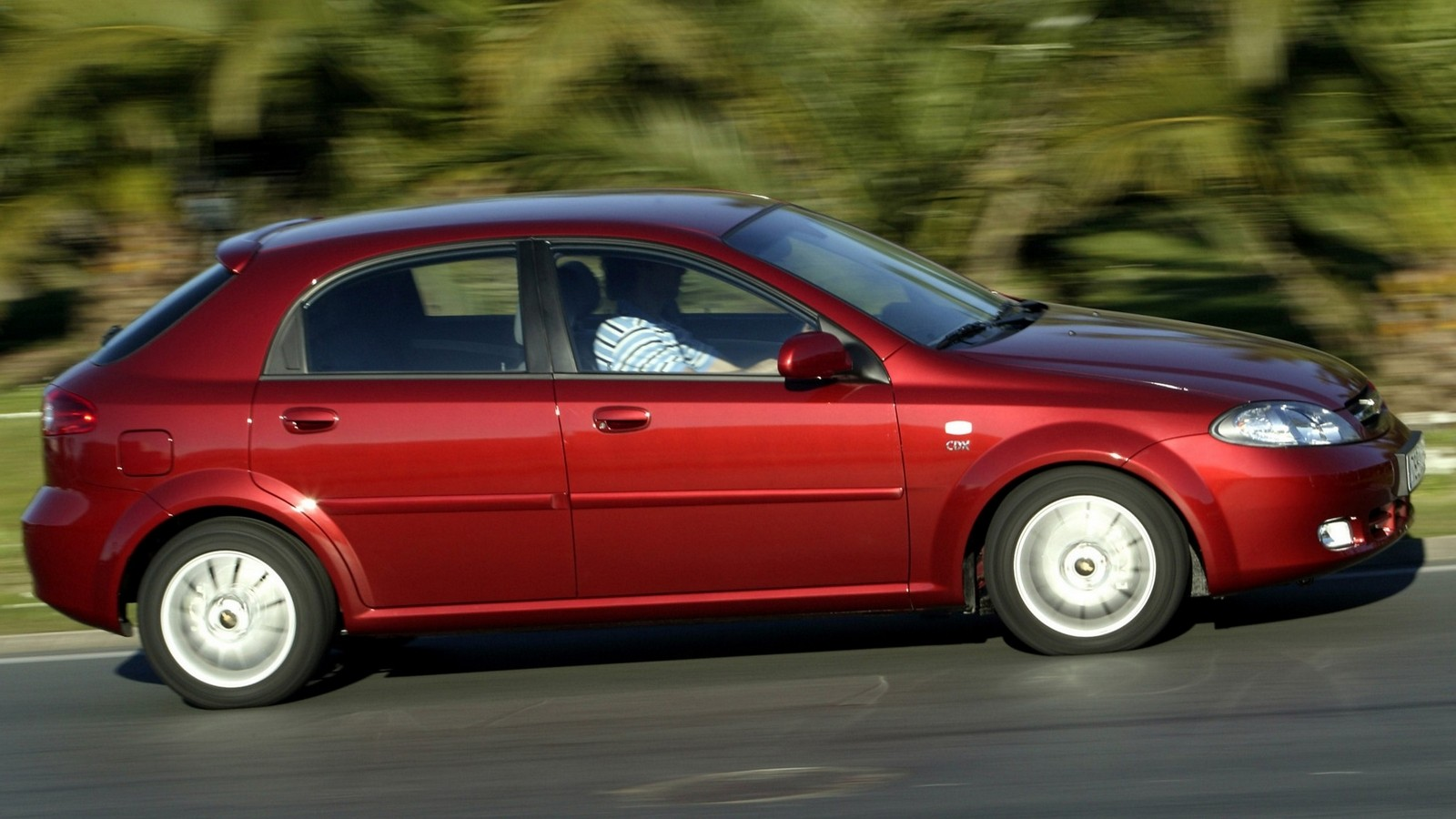 На фото: Chevrolet Lacetti Hatchback CDX '2004–13э