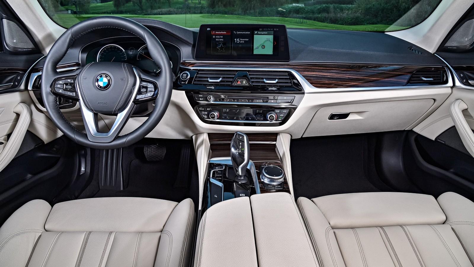 Торпедо BMW 520d Sedan Luxury Line Worldwide (G30) '2017