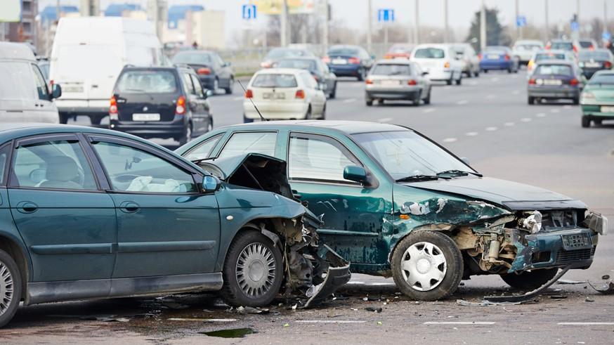 Проблема наездов на стоящие машины: правила оформления аварий в РФ могут изменить