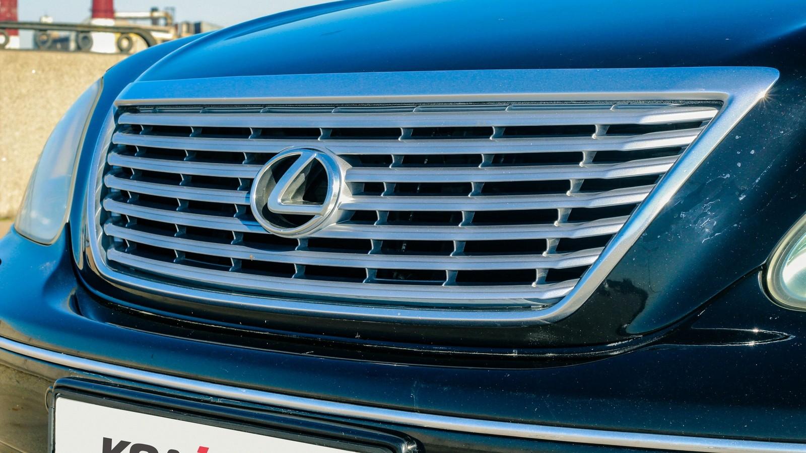 Lexus LS430 решетка радиатора