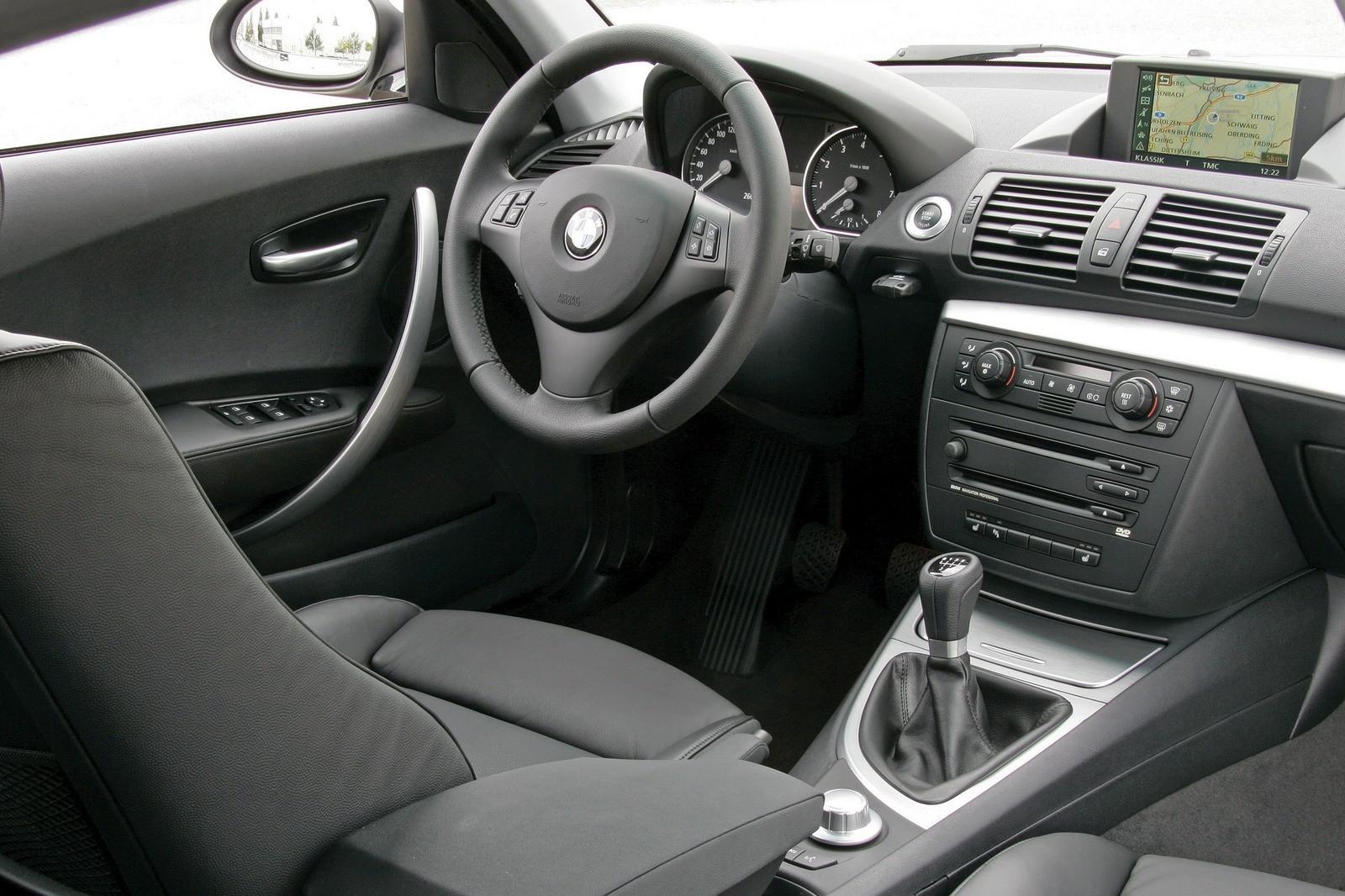 Интерьер BMW 130i 5-door (E87) '2005–07