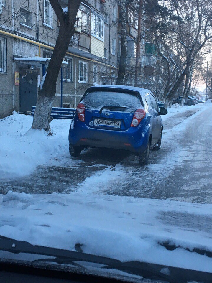 Машина загораживает тротуар куда жаловаться