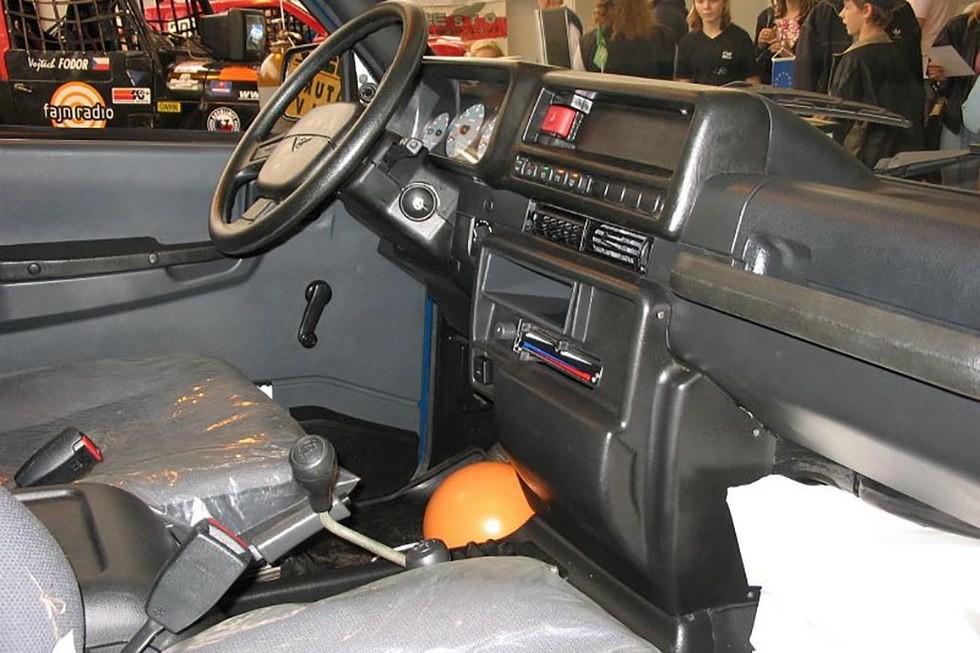 УАЗ-3160 на выставке в Чехии (5)
