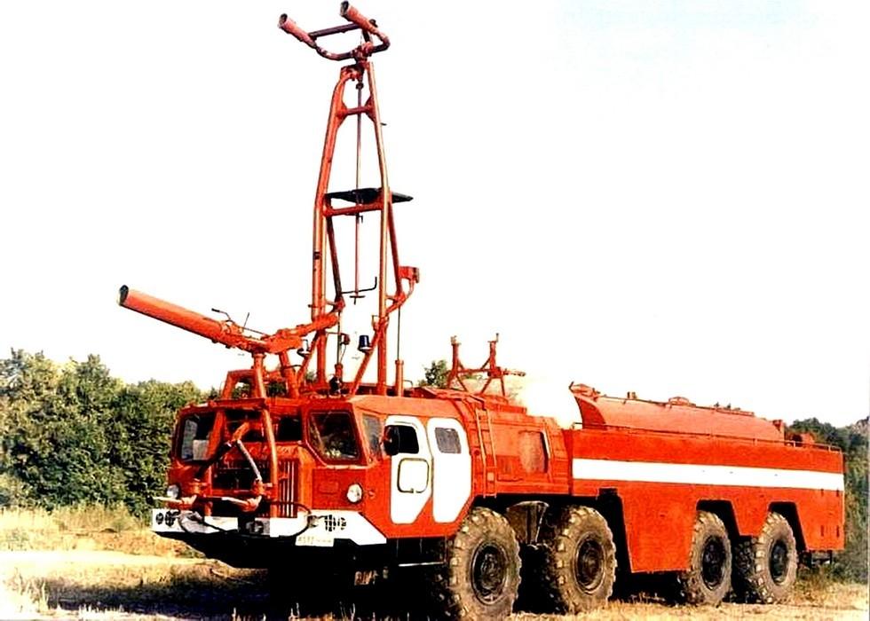 Аэродромный автомобиль АА-70 (7313)-220 с подъемной мачтой на шасси МАЗ-7313