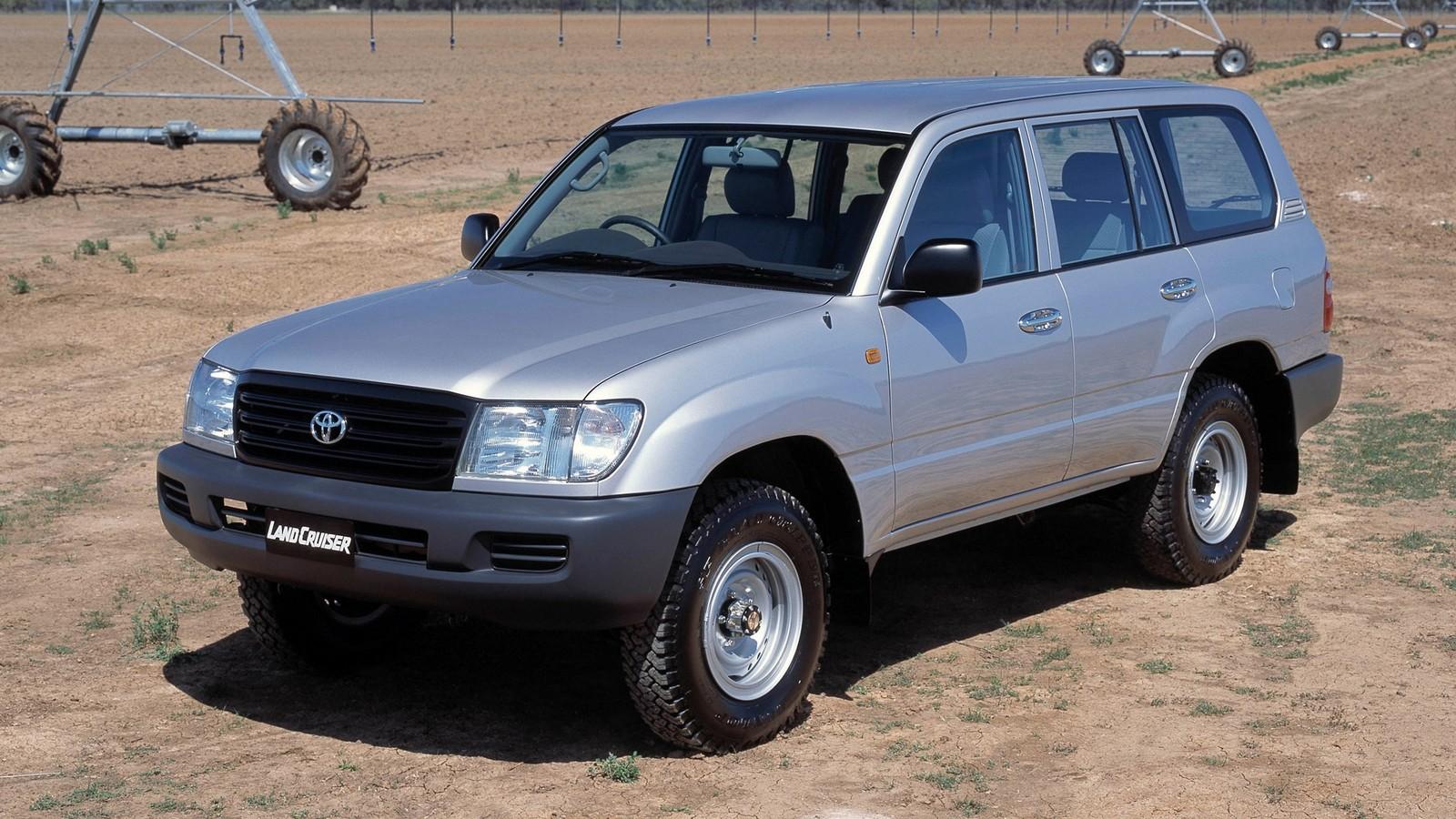 На фото: Toyota Land Cruiser 100 (HZJ105) '2002–05