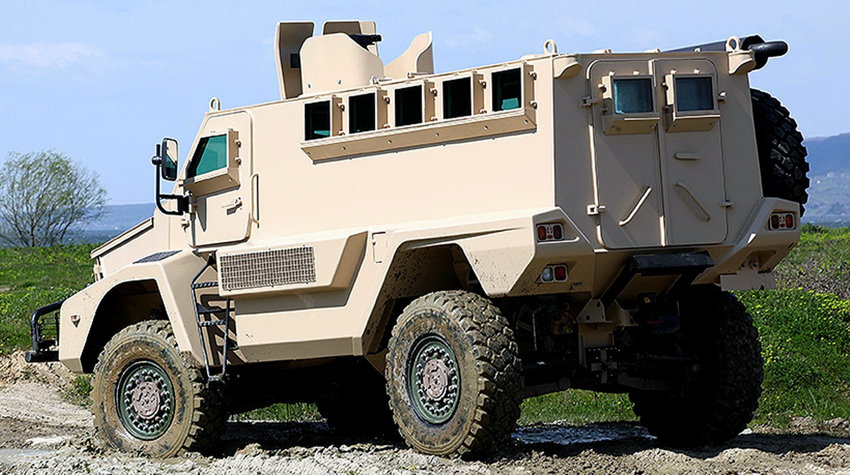 Машина Kale с защитой MRAP и всеми пуленепробиваемыми стеклами