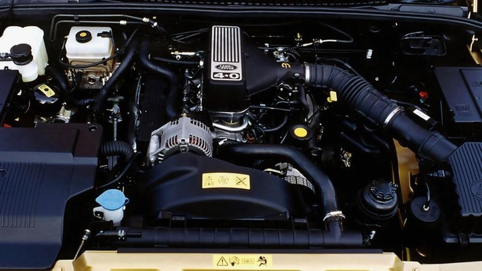 На фото: Под капотом Range Rover '1994–2002