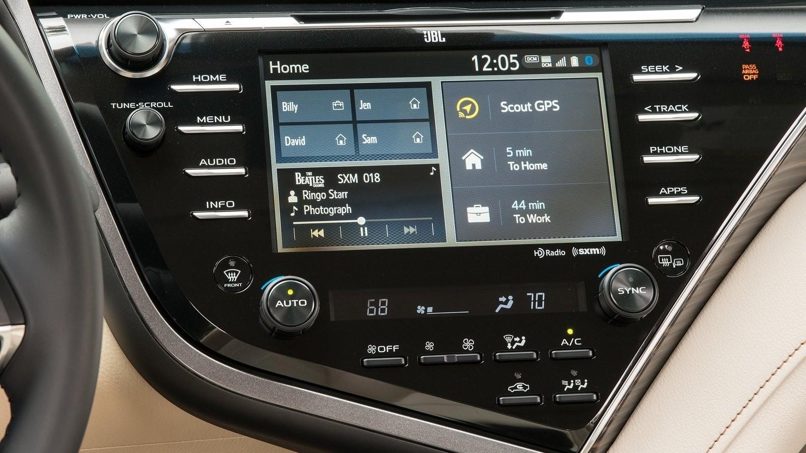 Toyota-Camry-2018-1600-54