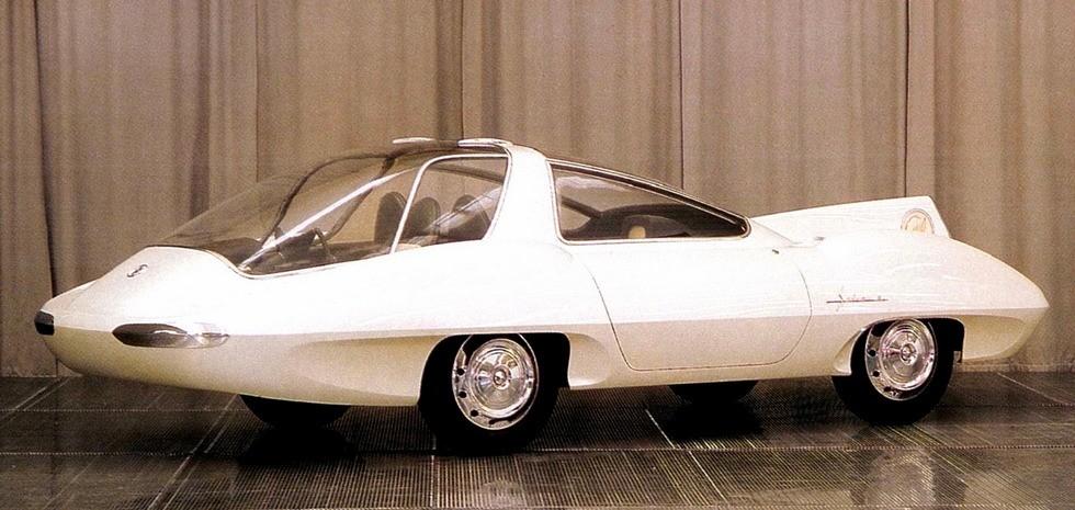 Макетный образец трехместного скоростного автомобиля Selena-II