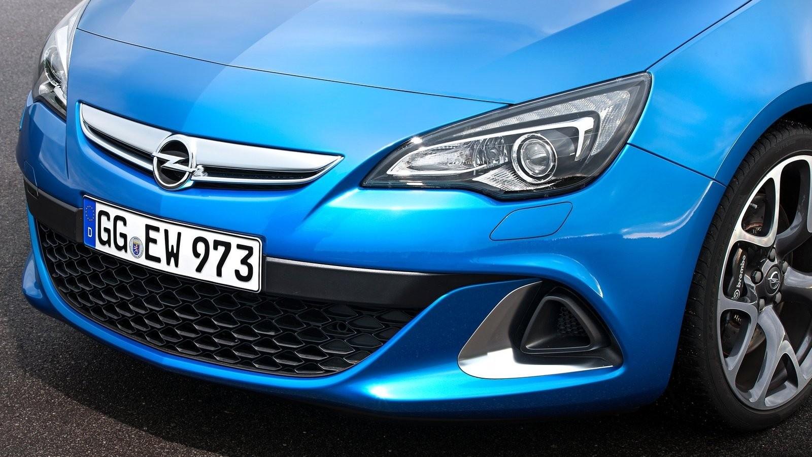 На фото: Opel Astra OPC '2013