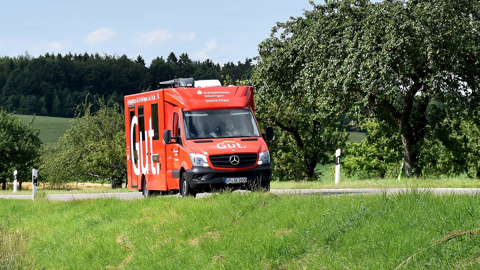 "Mercedes-Benz Sprinter als mobile Bankfiliale: Mobiles ""Banking"" mit Stern"