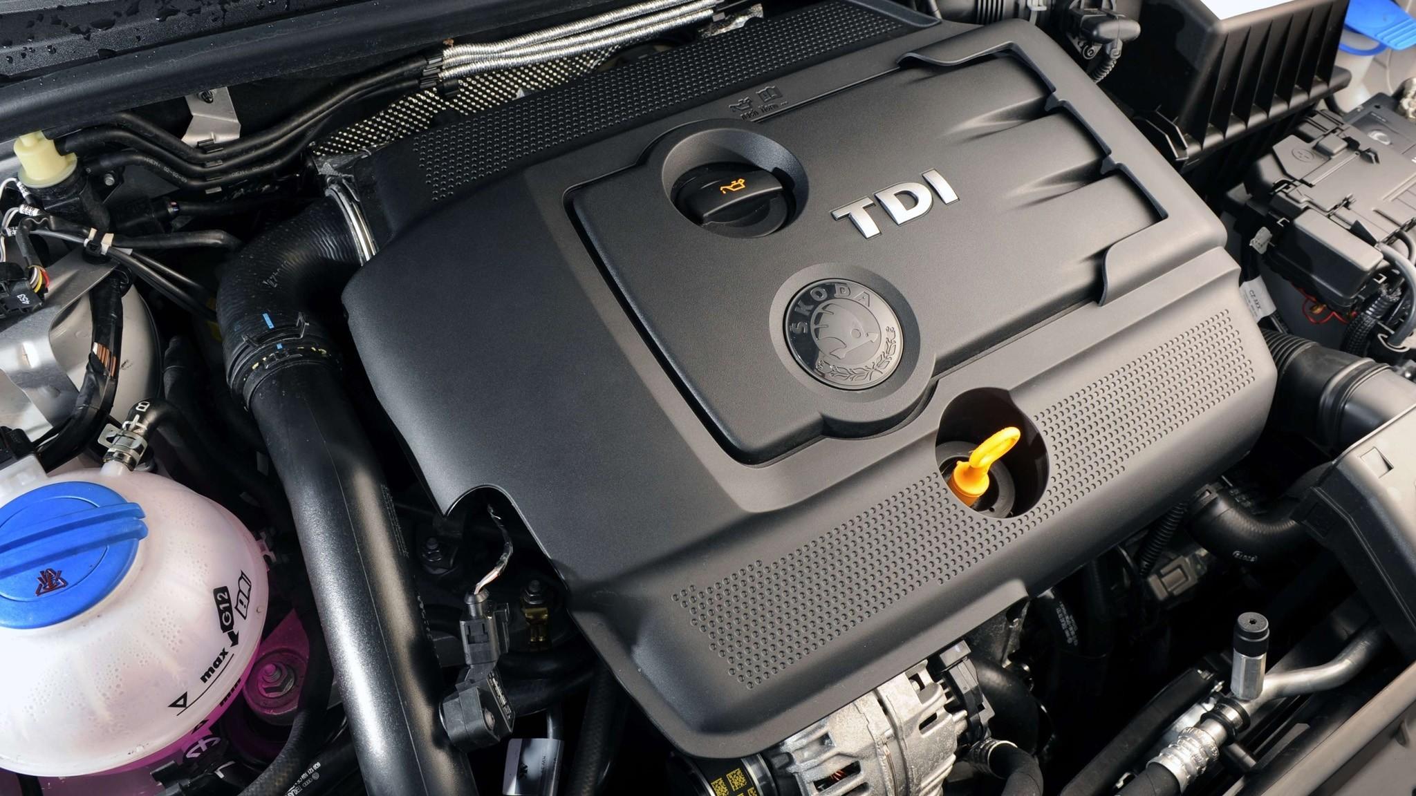 На фото: двигатель Škoda Fabia GreenLine UK-spec (5J) '2009–10