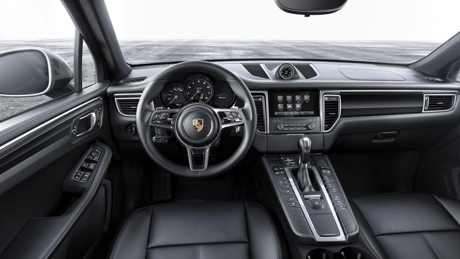 На фото: интерьер Porsche Macan