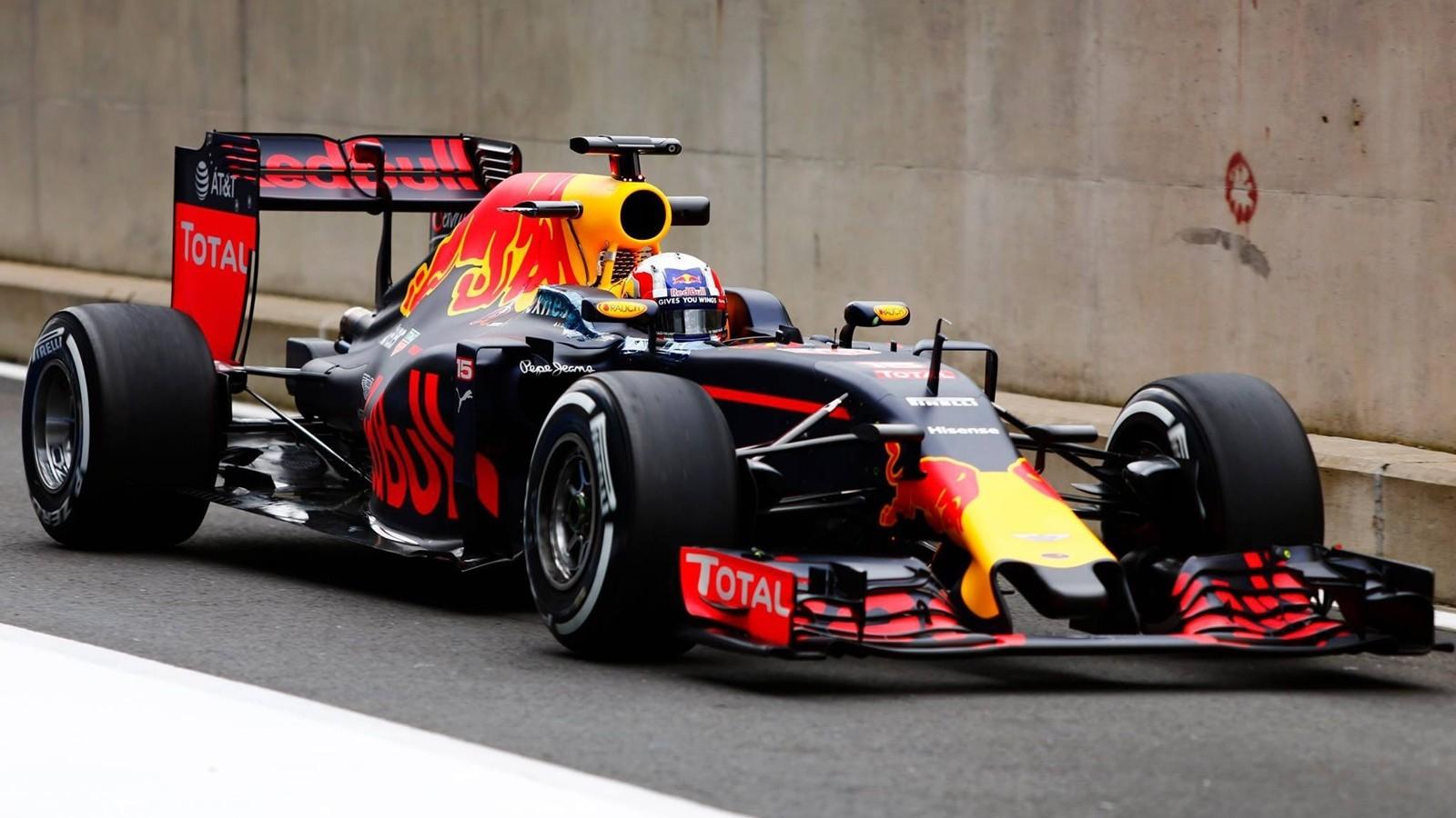 Red Bull Racing станет третьей командой, которая сможет поработать с новой резиной в 2016 году