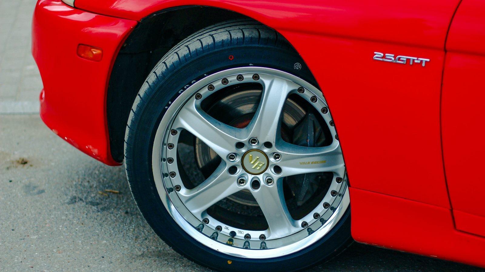 Toyota Soarer красная колесо