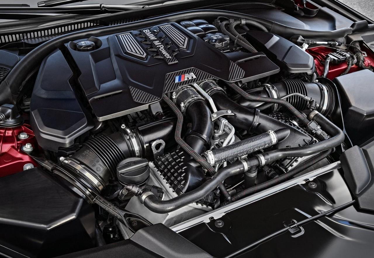 На фото: мотор новой BMW M5 F90