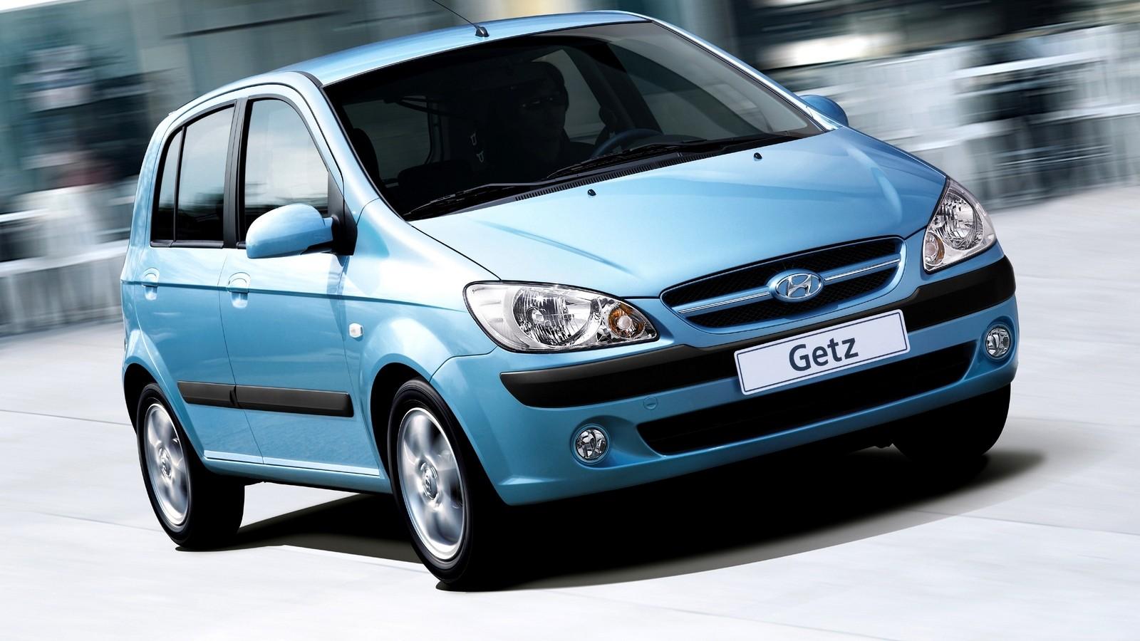 Hyundai Getz голубой на ходу вид три четверти