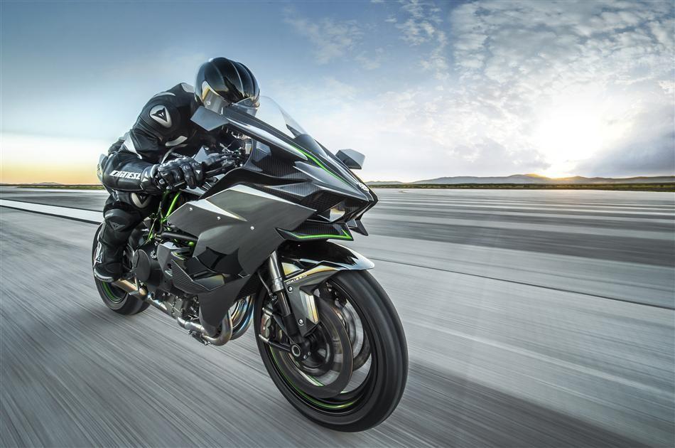 На фото: Kawasaki Ninja H2R