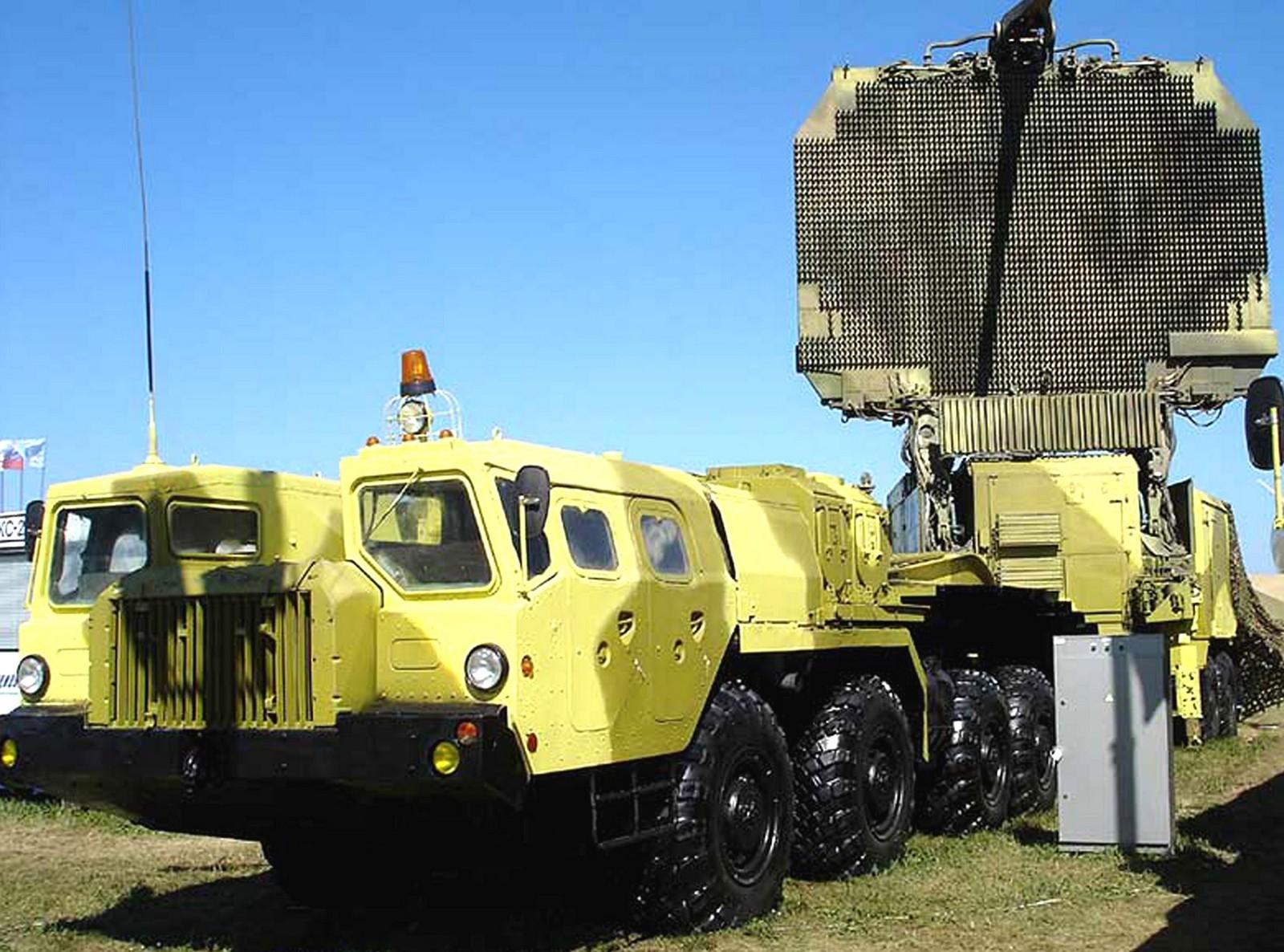 Автопоезд с мощным радиолокатором 64Н6Е2 комплекса С-300ПМУ-2 (из архива автора)