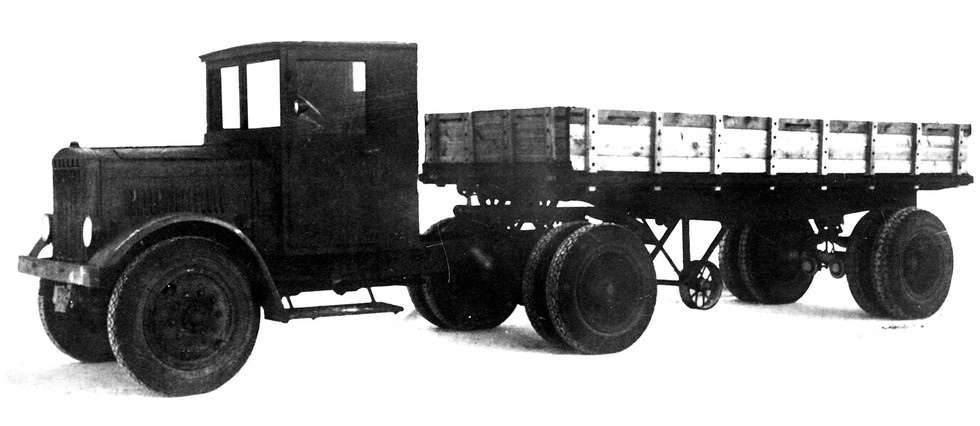 Короткобазный тягач Я-НАТИ-12Д