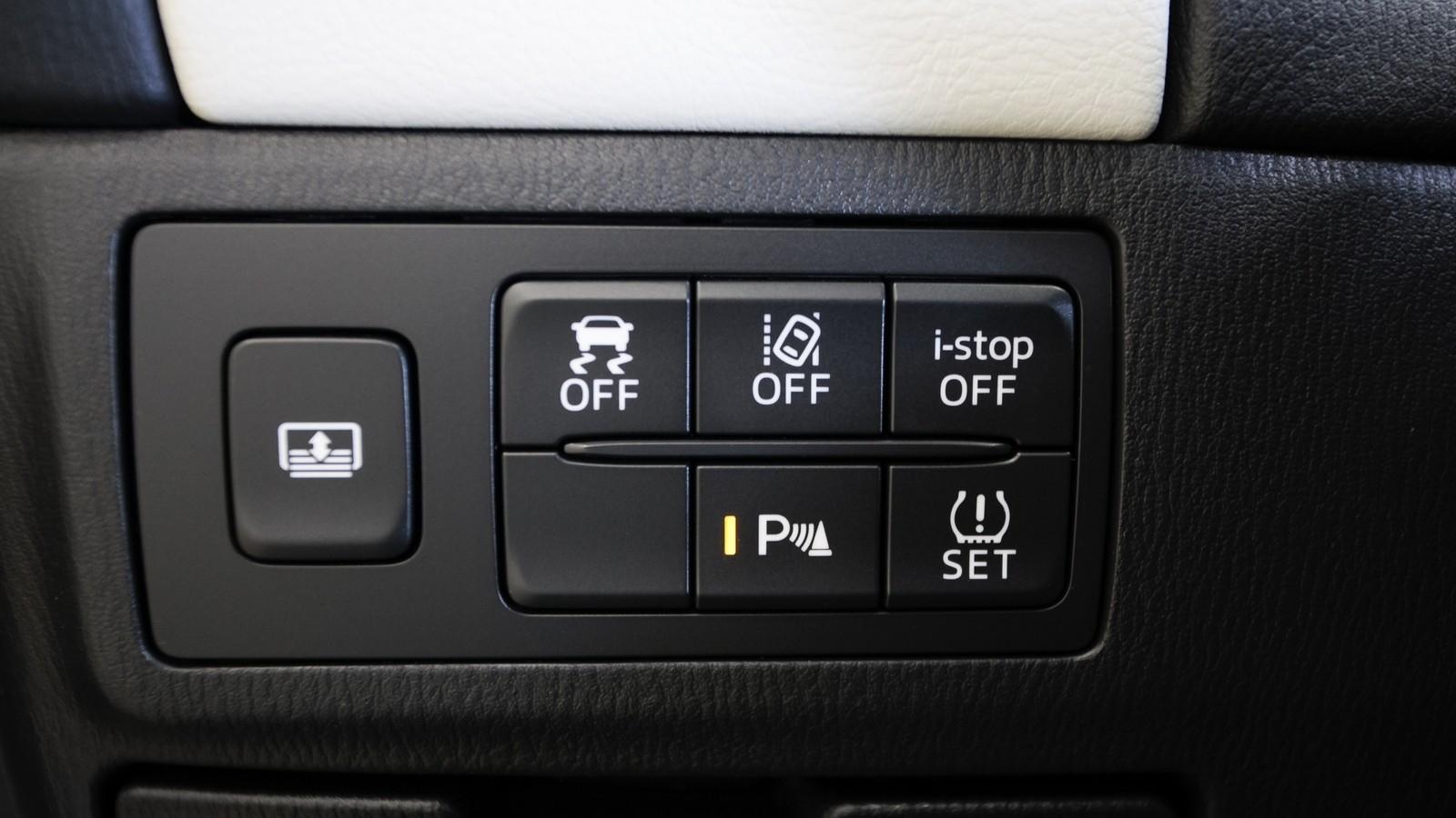 Mazda6_IPM_interior_010