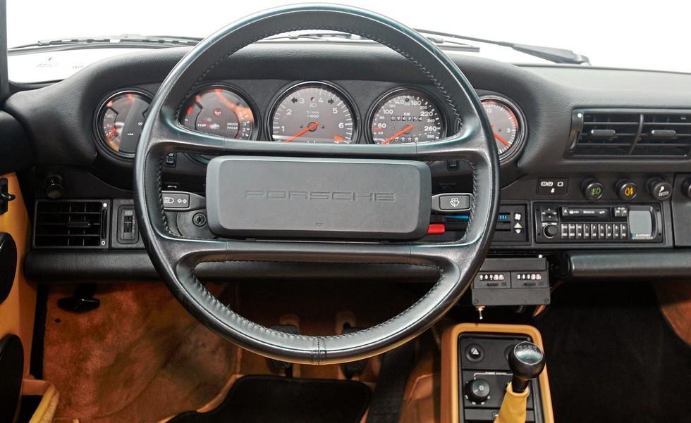 Руль на серийных автомобилях Porsche после 1976 года очень похож на ту «баранку», которая стояла на прототипе рестайлинговых Жигулей