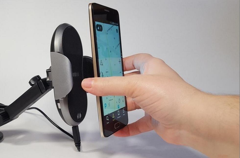 робот-держатель для смартфона с беспроводной зарядкой (5)