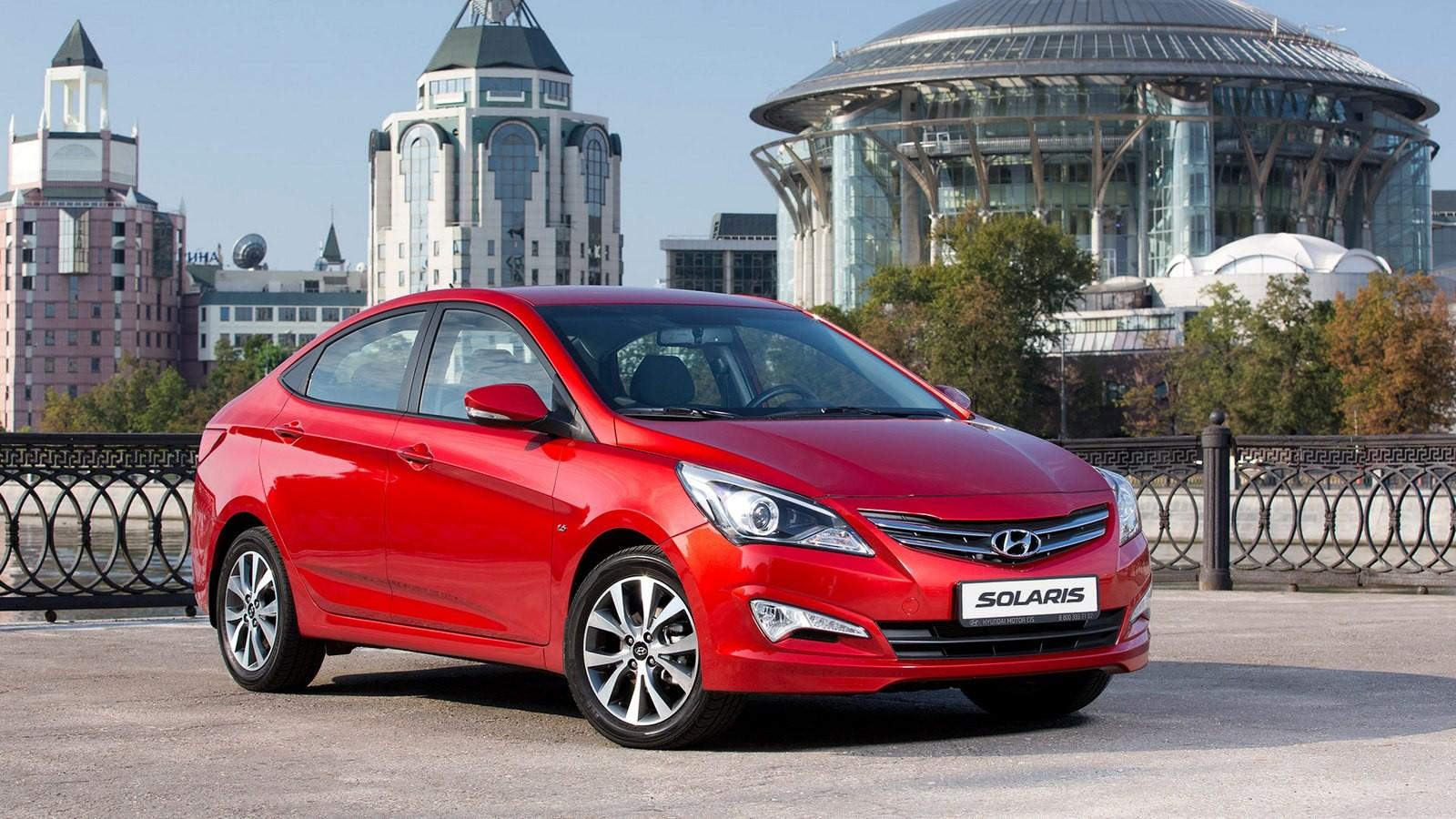 Hyundai Solaris (RB) '2014–17 красный три четверти