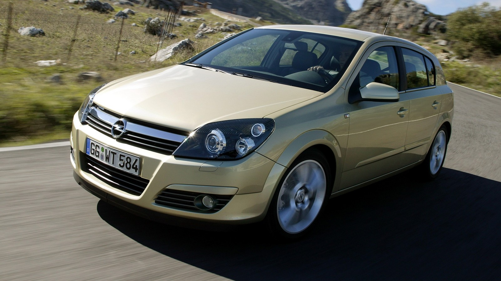На фото: Opel Astra Hatchback 2.0 turbo (H) '2004–07
