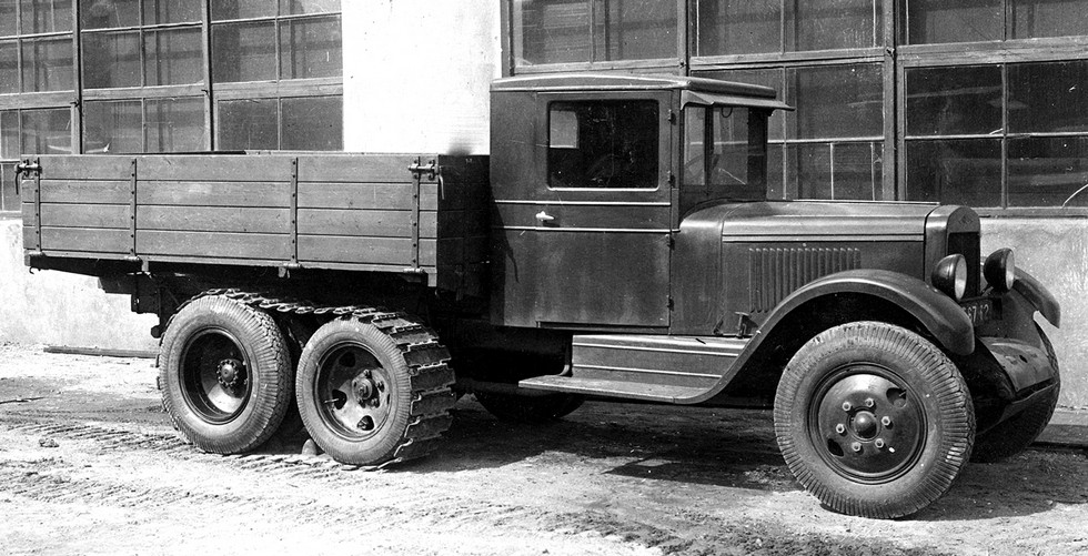 Опытный ЗИС-5 со средним неведущим мостом и съемными гусеницами. 1939 год