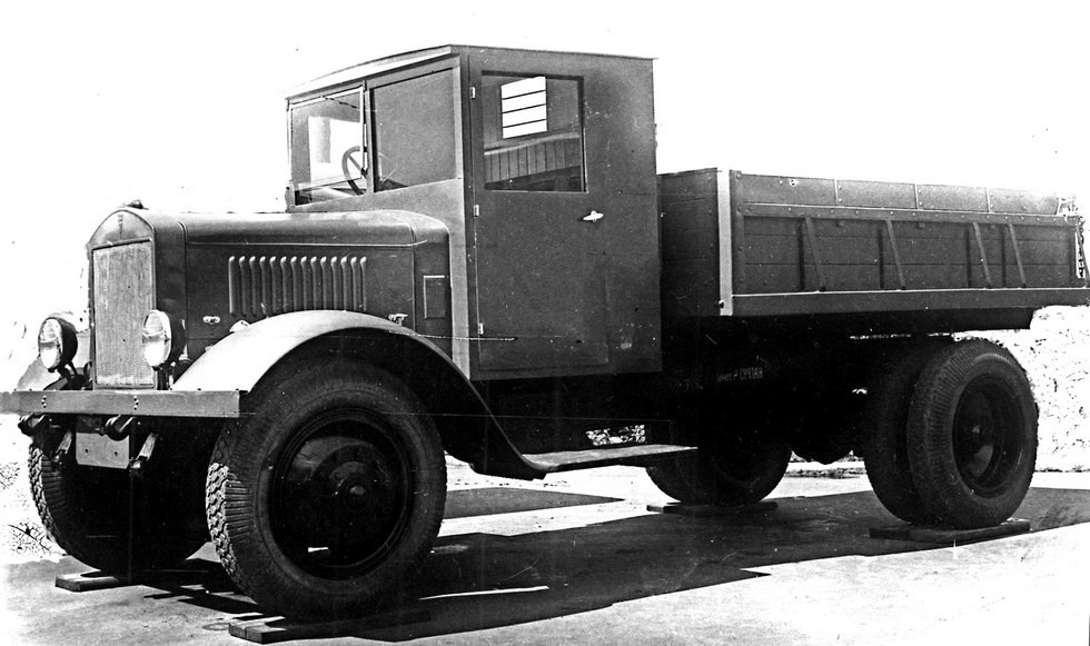 Самосвал ЯС-3 военного времени с деревянным кузовом на базе ЯГ-6