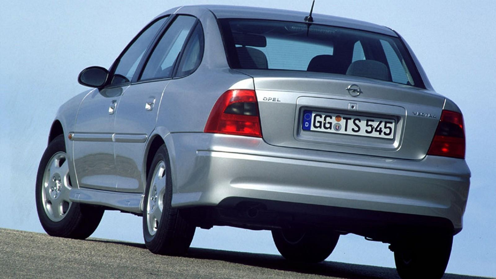 На фото: Opel Vectra Sedan (B) '1999–2002