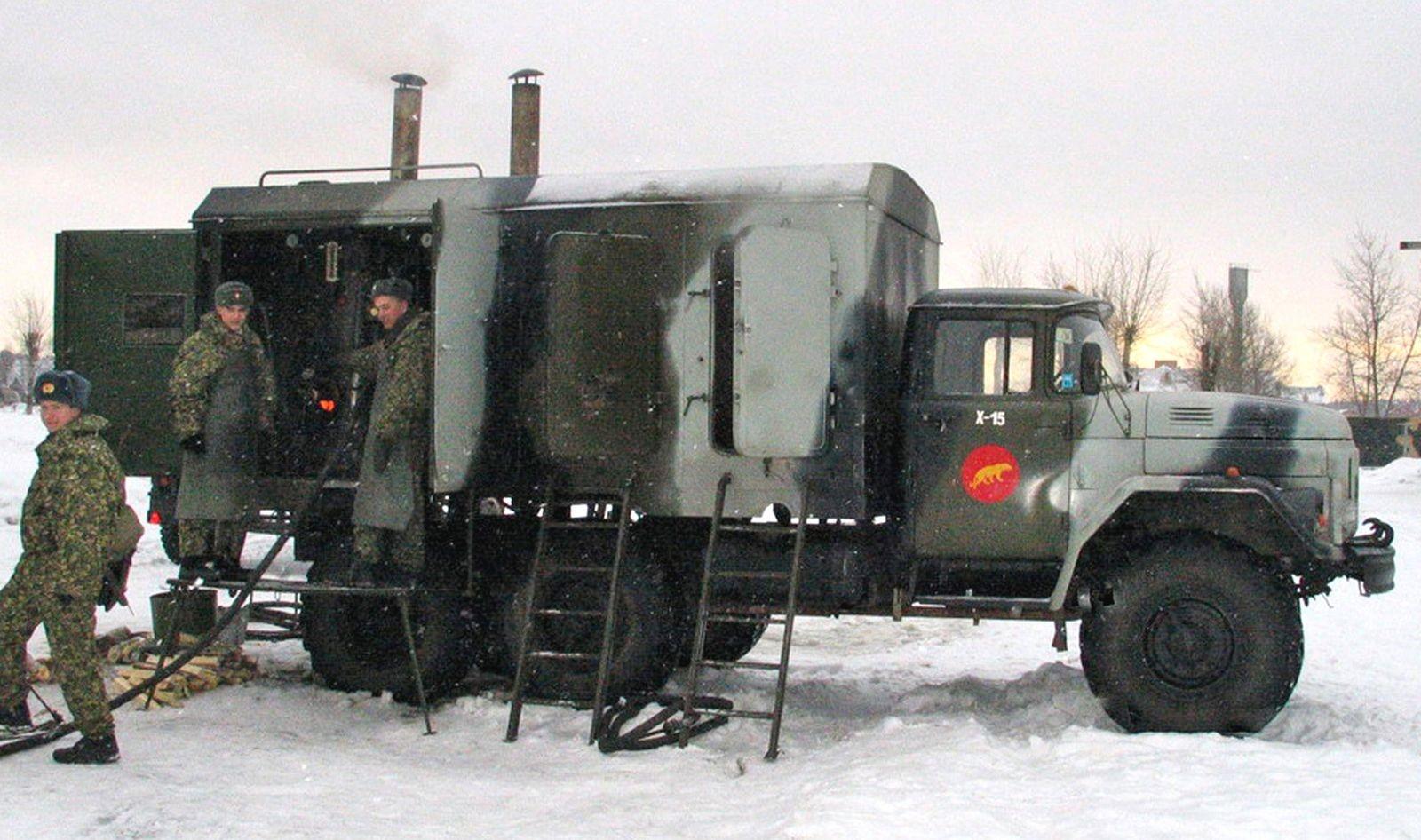 Мастер, химик, заправщик, ракетчик и не только: бесконечные военные профессии грузовика ЗИЛ-131