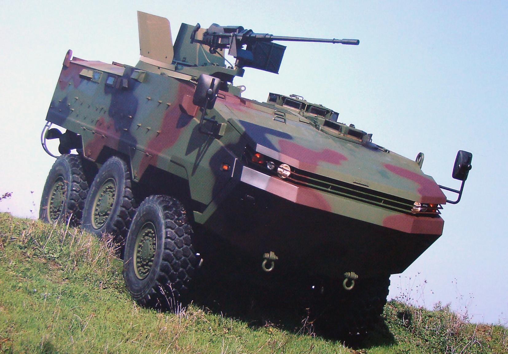 Трехосная бронемашина Otokar Arma с автоматической 20-мм пушкой