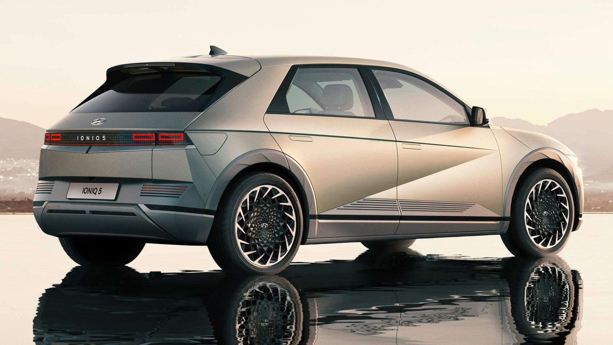 Hyundai Ioniq 5: крупный электрический кросс-хэтчбек с полным либо задним приводом