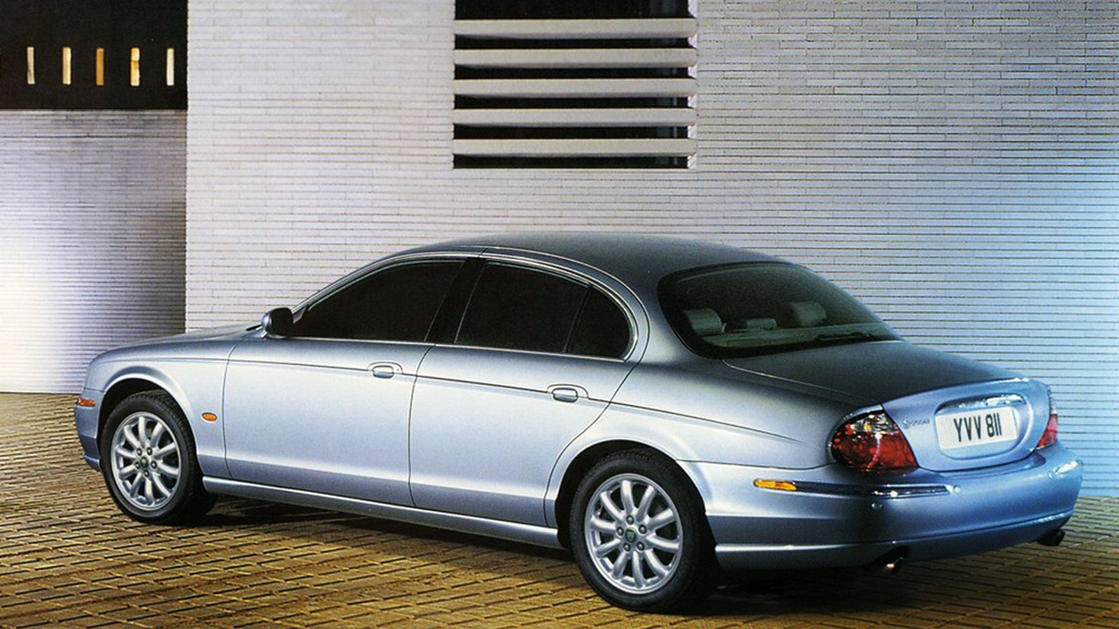 На фото: Jaguar S-Type '2003–06